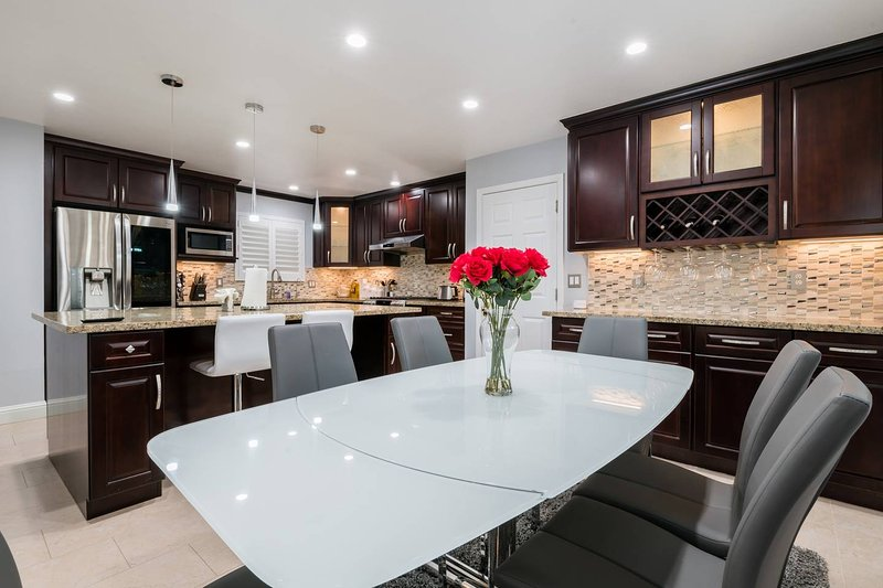 Luxury Executive Home next to New Apple Campus/ with private pool, vacation rental in Sunnyvale