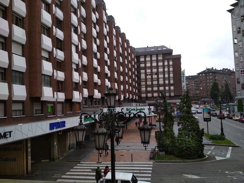Apartamento en el centro de Oviedo con cochera, location de vacances à Oviedo
