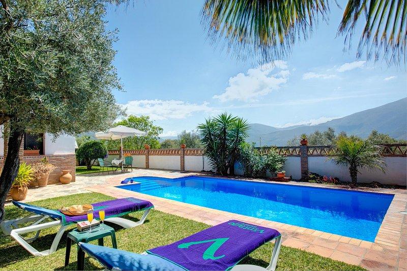 Orgiva Villa Sleeps 2 with Pool Air Con and WiFi - 5604471, holiday rental in Carataunas