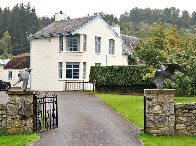 Phoines Lodge  11bedroom Scottish lodge  just outside of Newtonmore, holiday rental in Newtonmore