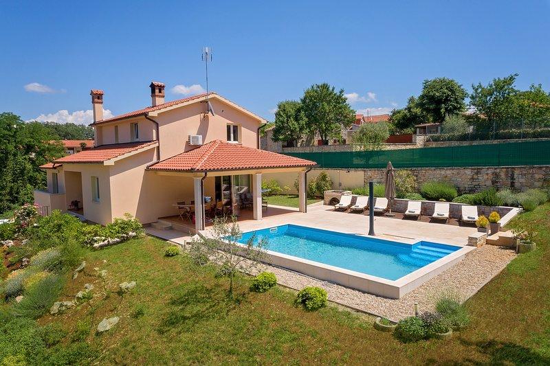 Villa Nona Nina, casa vacanza a Tinjan