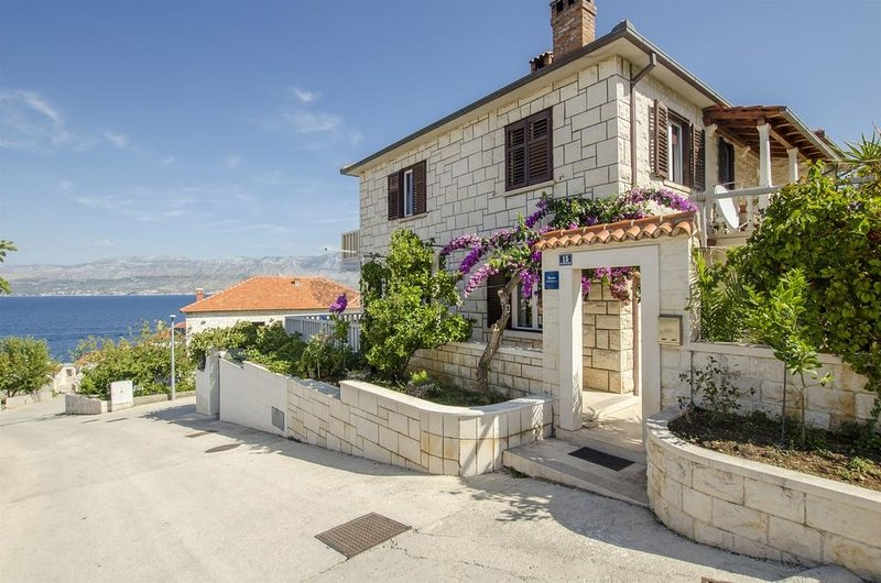More A2(4+1) - Postira, vacation rental in Brac Island