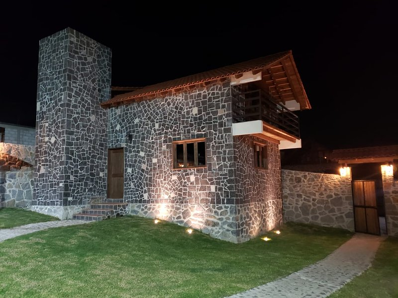 Cabaña-chalet con cancha de Basket, asador, jardin y vista panoramica., holiday rental in Pachuca