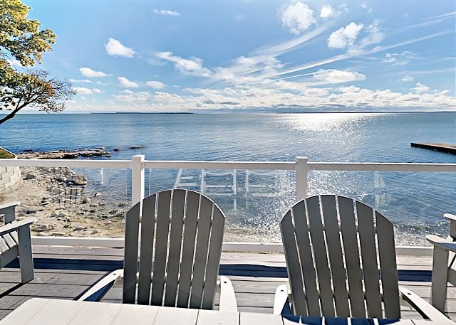 New 4 Bedroom 2 Bath Waterfront Condo - Sleeps up to 10 max C111, vacation rental in Put in Bay