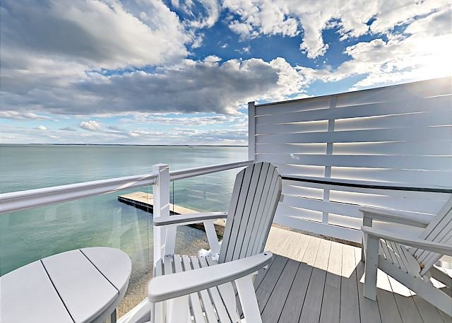 Impressive 3 BR Condo Located Directly on Lake Erie with Pool - 10 ppl max, vacation rental in Put in Bay