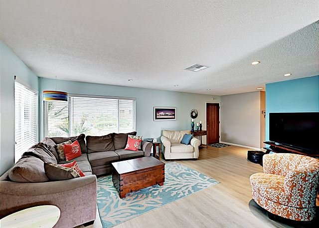 Charming Beachside Bungalow w/ Light & Airy Décor -- 300 Yards to Beach, location de vacances à Morro Bay