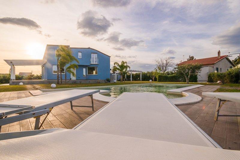 Villa Azzurra, 10 posti letto con Piscina, holiday rental in Lascari