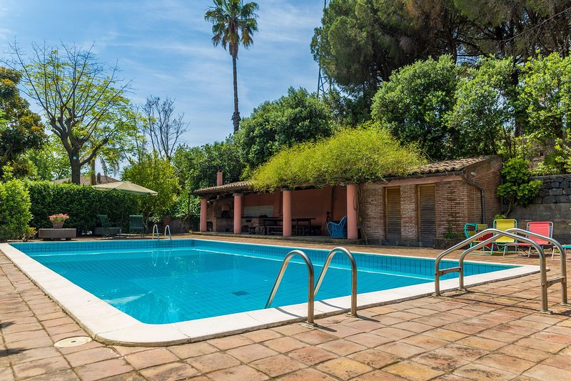 VILLA Sun Trip Sicily - Up to 11 guests- Swimming pool, holiday rental in Giarre