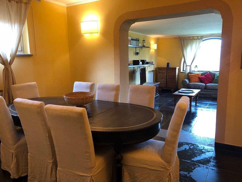 Apartment in villa with swimming pool, casa vacanza a Riano