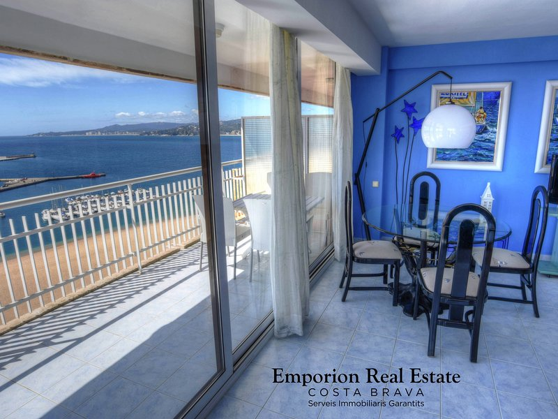 BEAUTIFUL MODERN FLAT WITH VIEWS TO THE SEA AND TO THE PEOPLE OF PALAMÓS, casa vacanza a Palamos