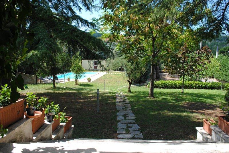 Villa Molini 2 steps from Trasimeno Lake with private swimmingpool, location de vacances à San Savino
