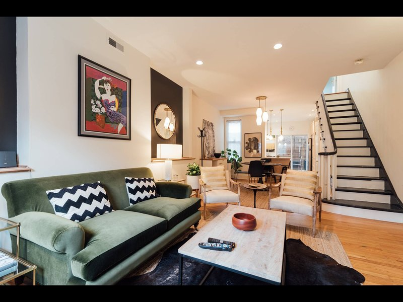 Private Gem: Gorgeous Art Museum townhome, location de vacances à Palmyra