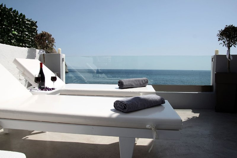 Theoni apartment 10 m from the beach, vacation rental in Perissa