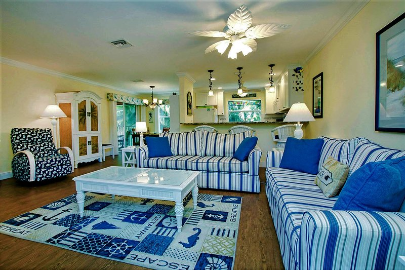Best Value on Sanibel!  JUST STEPS TO THE BEST BEACH!, holiday rental in Sanibel Island