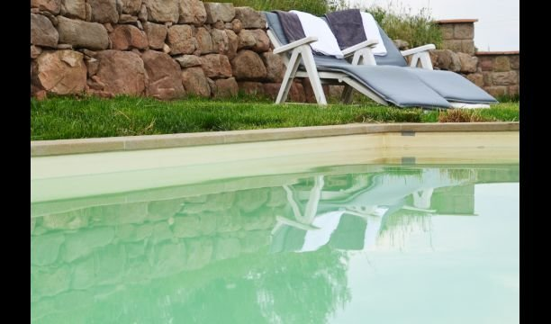 Navas Villa Sleeps 10 with Pool - 5666509, alquiler vacacional en Cardona