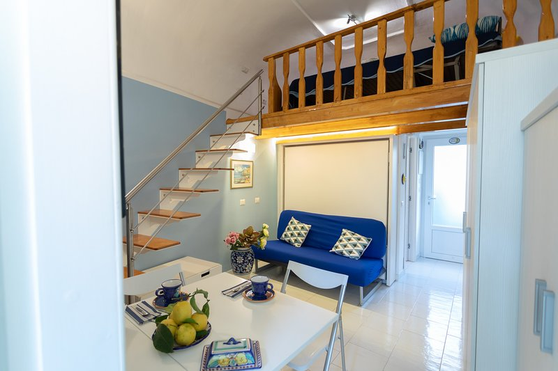 Beautiful studio near the beach, aluguéis de temporada em Minori