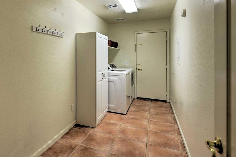 La lessive est un souci de moins lorsque vous êtes en vacances avec une laveuse et une sécheuse intégrées à l'unité!
