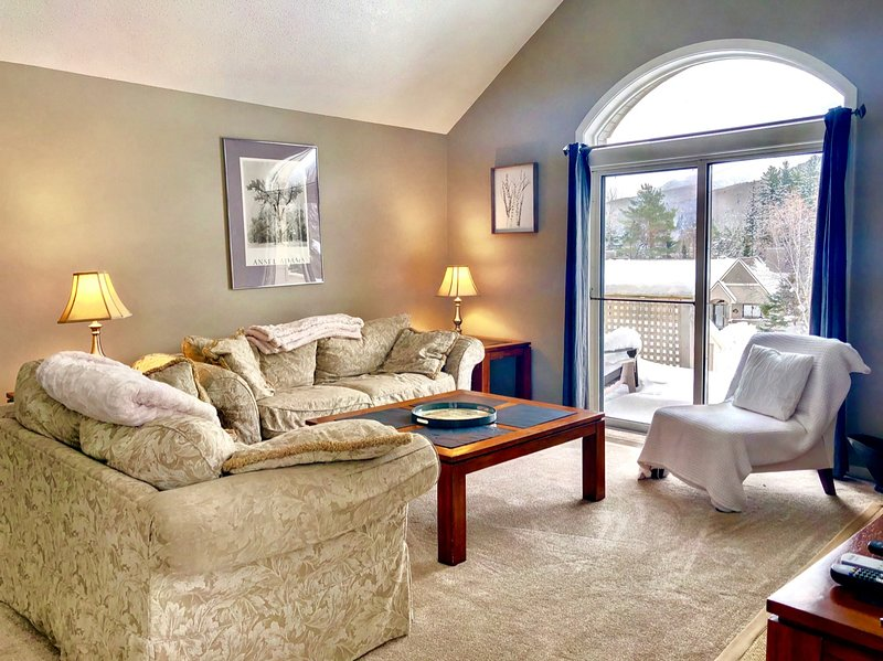 Spacious Fairway Village Condo with Great Mountain Views, vacation rental in Bretton Woods
