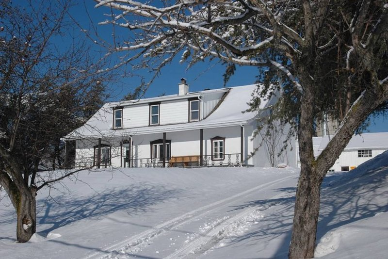 8 bedroom farmhouse Mont Ste Anne, holiday rental in Saint-Raphael