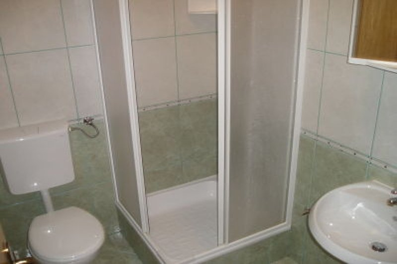 A5(2+3): bathroom with toilet