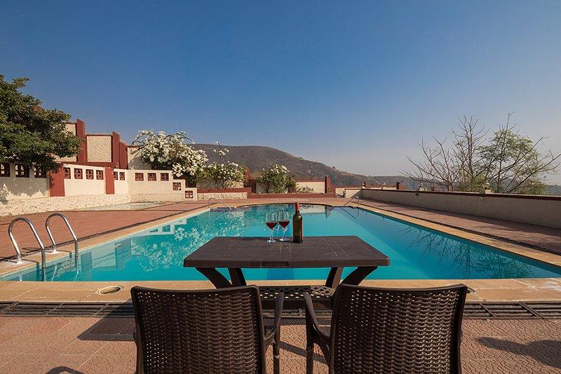 Dazzle by Vista Rooms, vacation rental in Wadawali