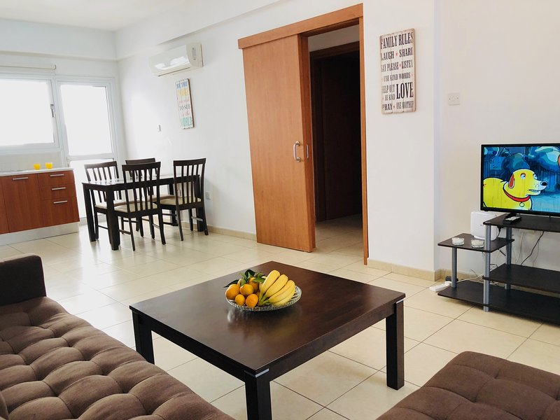 Central apartment close to beach and amenities, aluguéis de temporada em Arapkoy