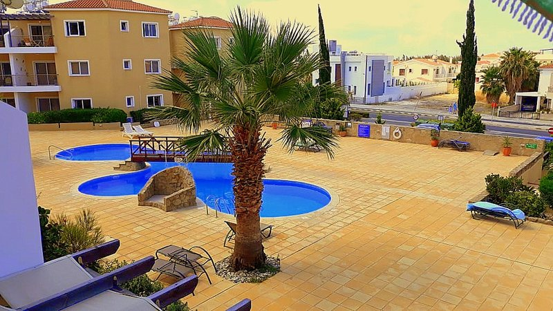 137 Sirena Olympia, self-catering luxury 2 bedroom holiday apartment, Pool, WiFi, holiday rental in Geroskipou