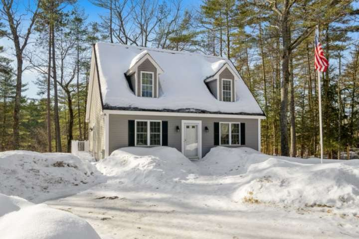 SUMMER IS COMING! RIVERFRONT HOME ON THE SACO RIVER! MINUTES