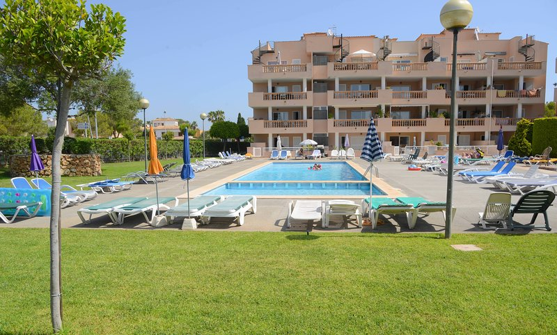 SON FLORIANA APT 2, 2BEDROOMS/BATHROOMS, SLEEPS 2-4, POOL, WIFI, NR BEACH, vacation rental in Costa De Los Pinos
