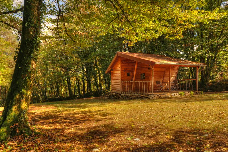 Cabane insolite avec spa privatif, holiday rental in Trepot