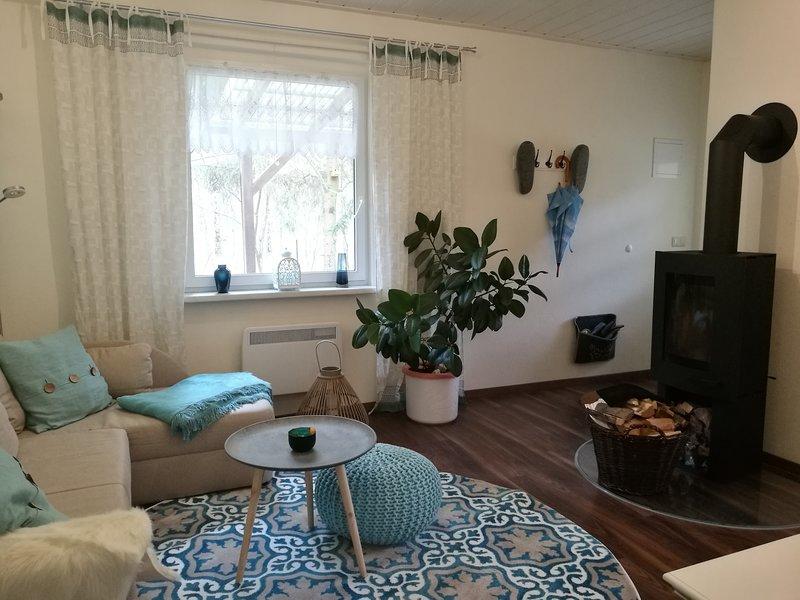 Kastavengrund - Ferienhaus Calluna mit Kamin, holiday rental in Hohenzieritz