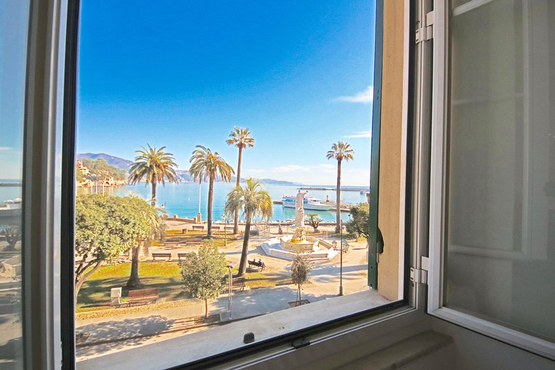 IL FARO by KlabHouse -3BDR Seafront w/Parking-walk2everywhere, holiday rental in Santa Margherita Ligure