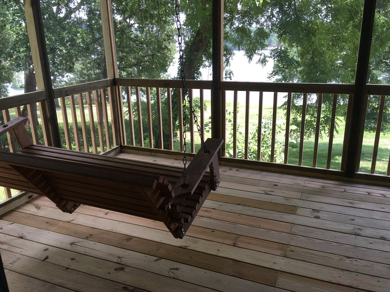 Lakefront Unit  #15  Green Valley Resort - Table Rock Lake - Branson Missouri, holiday rental in Branson