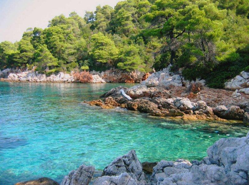 Skopelos se llama la isla verde-azul, y esta es la razón.