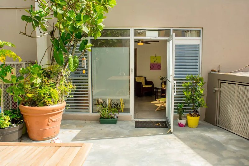 Bright large loft - close to Convention Center in Miramar, alquiler vacacional en Guaynabo