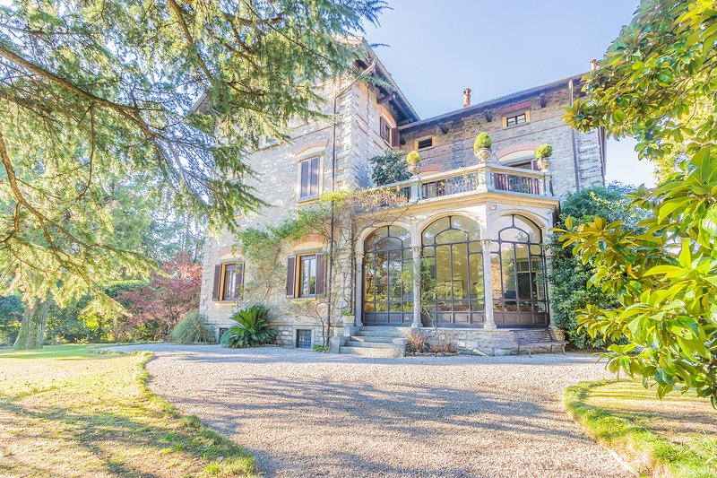 Villa Guzzi, vacation rental in Mandello del Lario