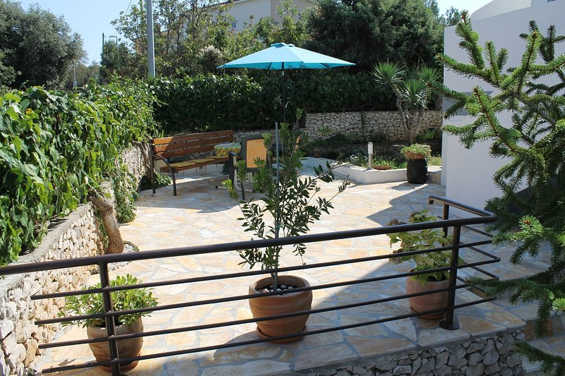 Bench,Furniture,Patio,Flagstone,Outdoors