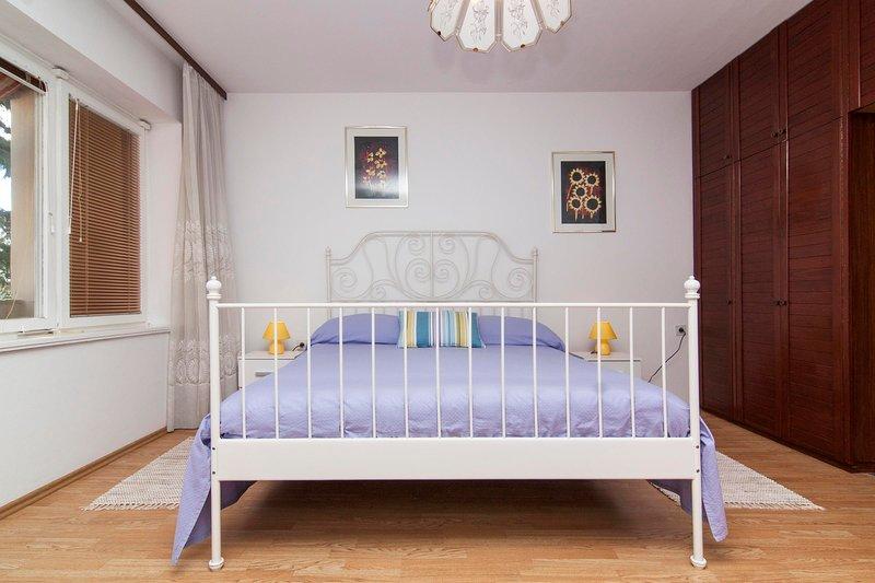 Furniture,Indoors,Room,Crib,Bed