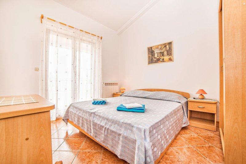 Bedroom,Indoors,Room,Furniture,Flooring