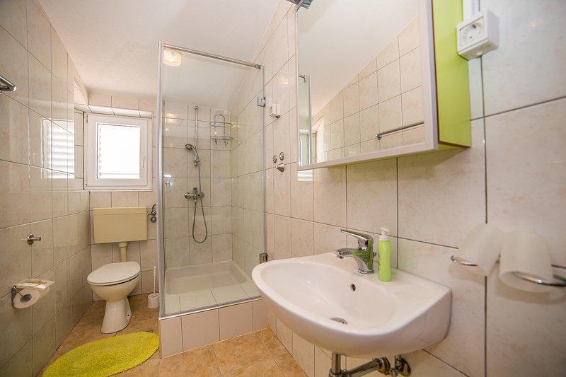 Room,Indoors,Bathroom,Sink,Flooring