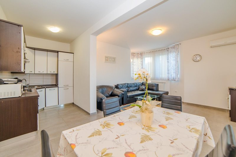 Indoors,Living Room,Room,Furniture,Flooring