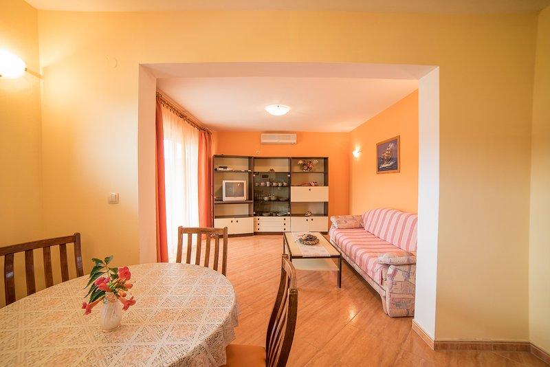 Flooring,Hardwood,Indoors,Floor,Living Room