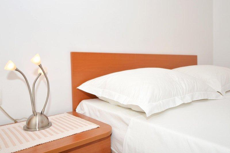 Bed,Furniture,Cushion,Pillow,Home Decor