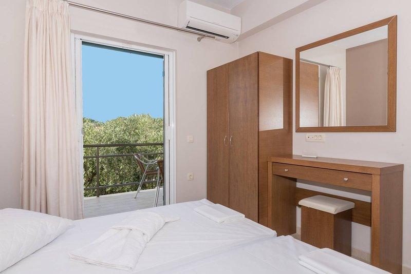 Allegro Apartment in Keri Beach apt10, location de vacances à Marathias
