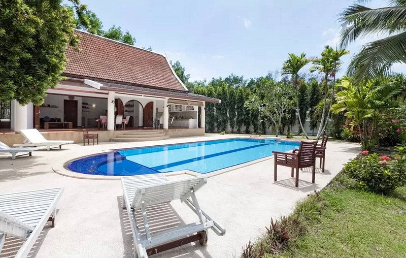 Villa Suwani - Private idyllic location with huge garden, holiday rental in Pa Khlok