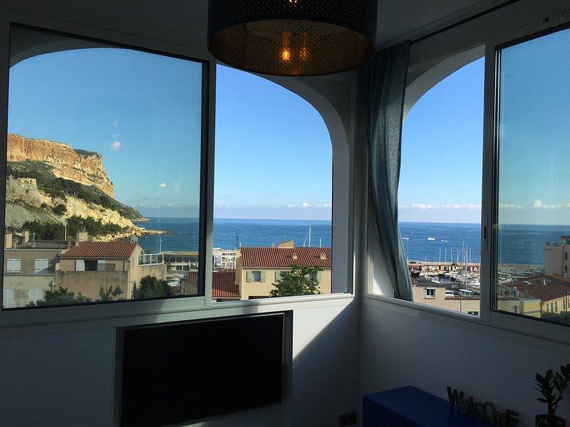 Mediterranean Lounge - Seaview on Mediterranean Sea
