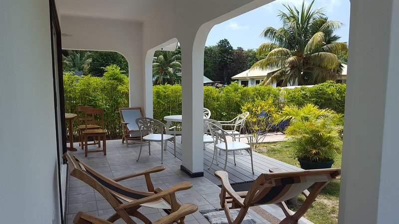 Grande villa Corossol 2-15 pers , La Digue, holiday rental in Baie Ste Anne