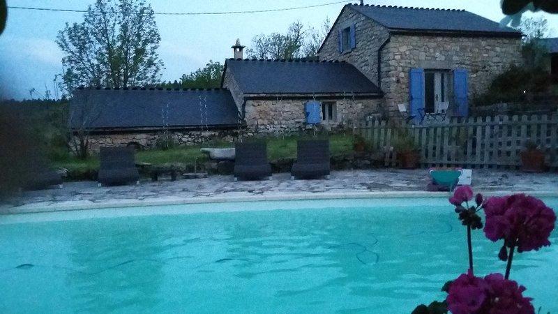 gite de charme avec piscine, atelier de coutellerie en bois de cerf, un paradis!, alquiler vacacional en Lozere
