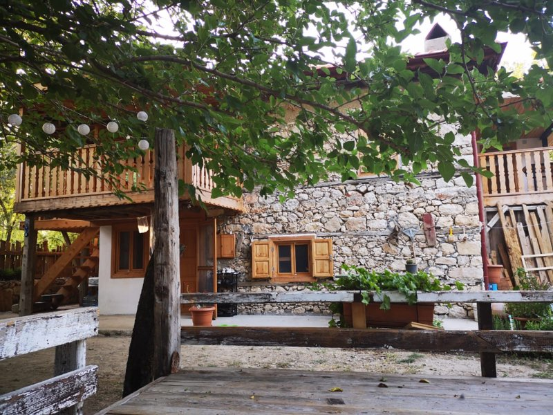 STONE-WOODEN HOUSE AT LYCIAWAY 15 MINUTES FROM KALKAN, holiday rental in Bezirgan
