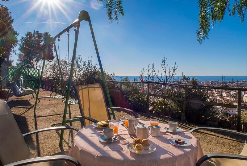 Imagine a breakfast with these wonderful views of the sea.